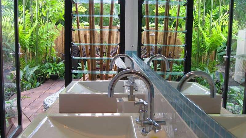 Heliconia Villa bathroom