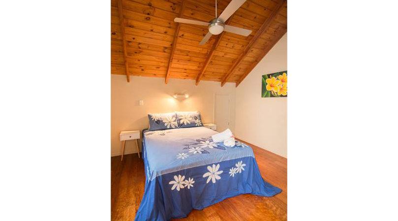 upstairs-bedroomqueenbed