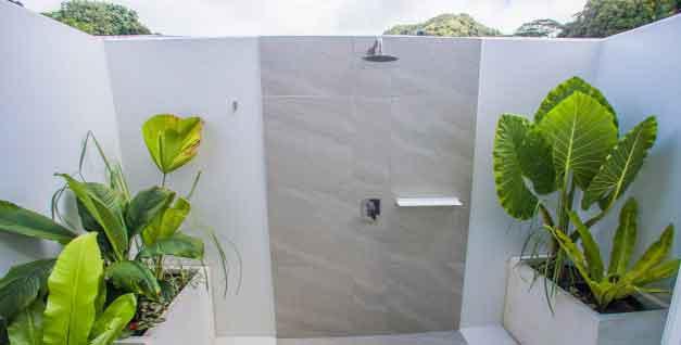 Avaiki Nui Villa outdoor shower rarotonga
